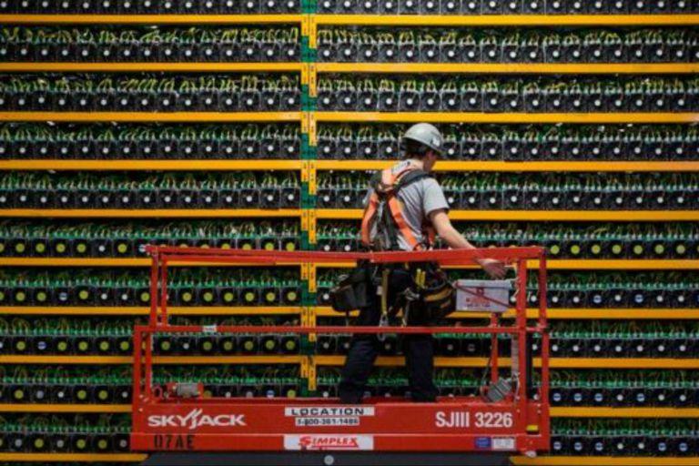 """Los llamados """"mineros"""" utilizan la tecnología blockchain para emitir bitcoins"""