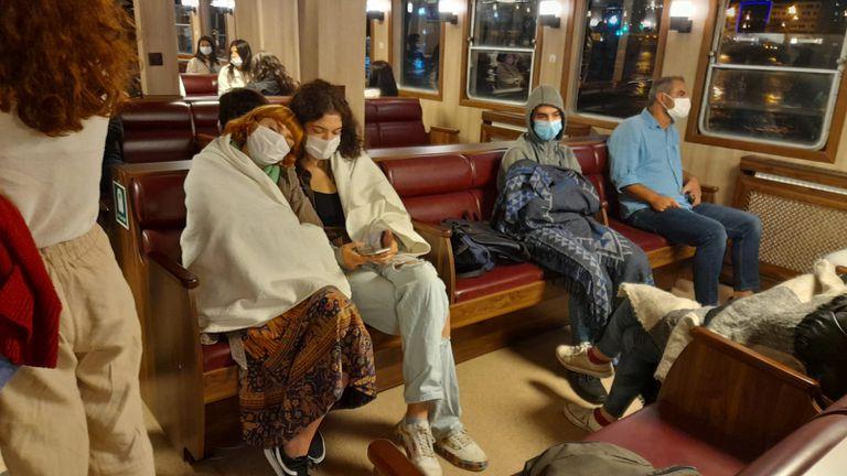 Protesta de estudiantes turcos que duermen en estaciones de trenes cercanas a las universidades