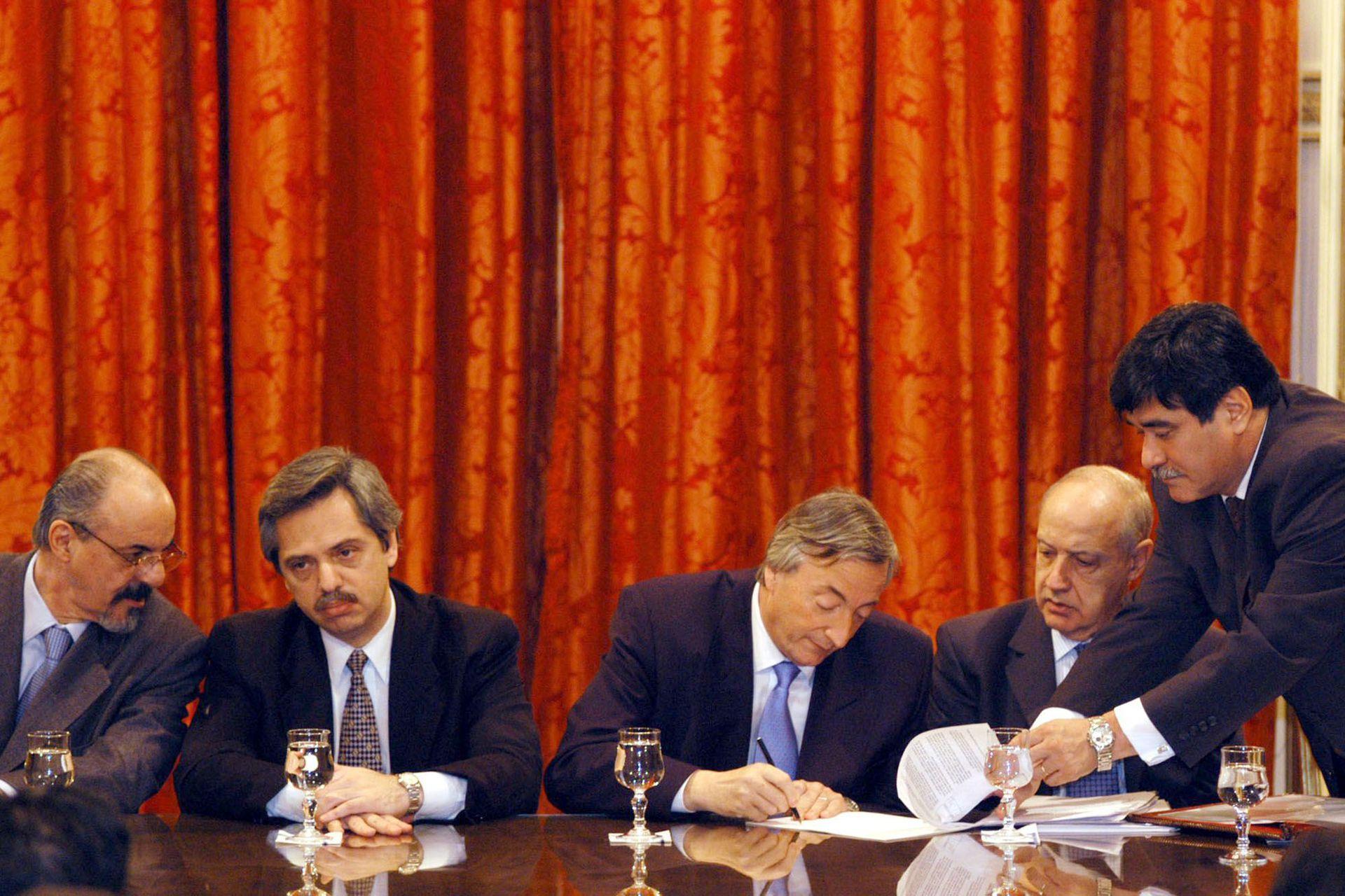 Carlos Tomada, Alberto Fernández, Néstor Kirchner, Roberto Lavagna y Carlos Zannini