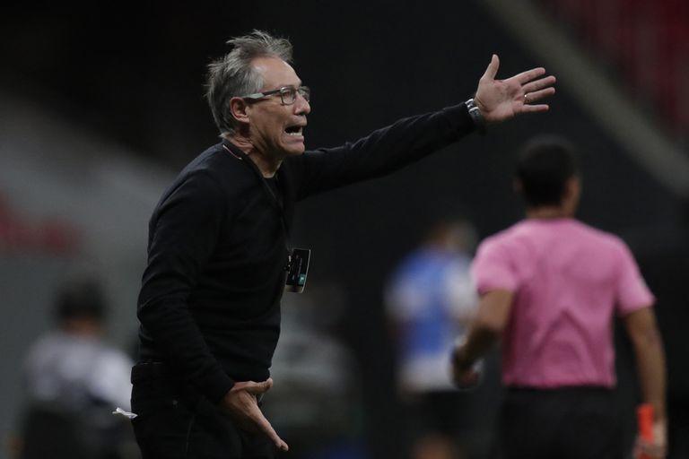 Libertadores: Holan renunció como DT de Santos antes de jugar contra Boca