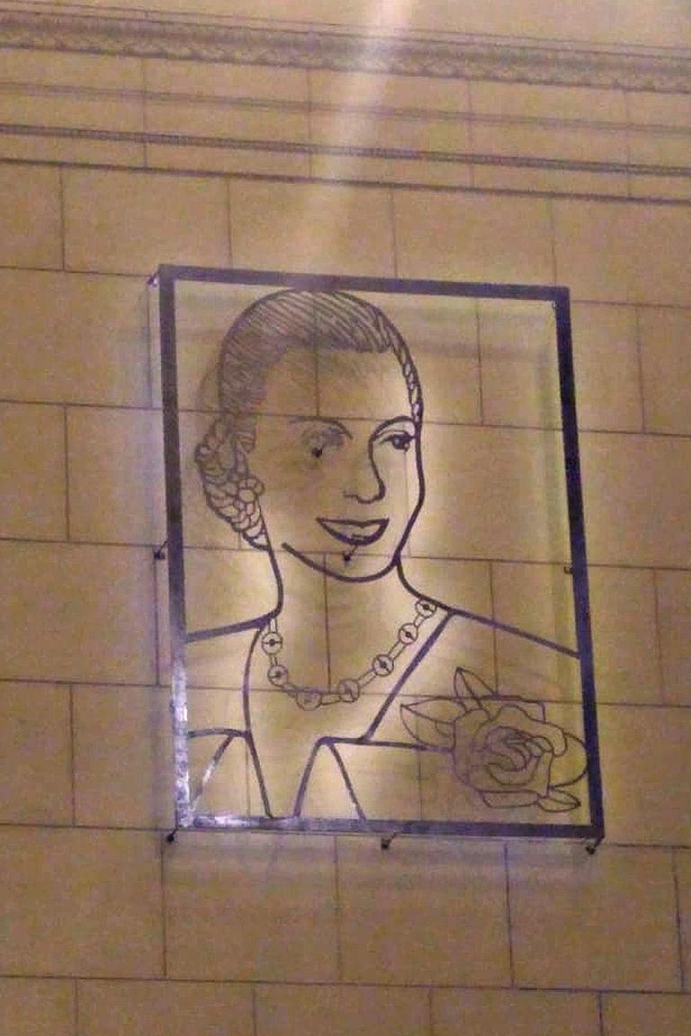 La imagen de Eva Perón en el hall de Constitución