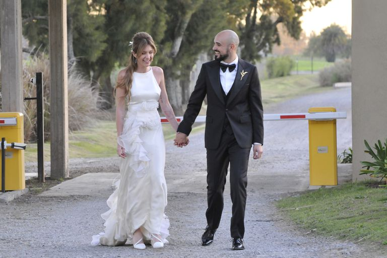 Abel Pintos y Mora Calabrese celebran su boda