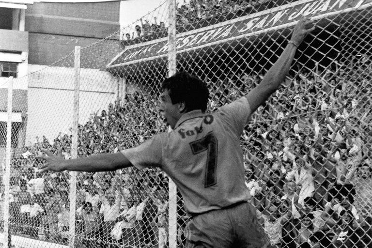 Alfredo Graciani en la Bombonera, en 1987
