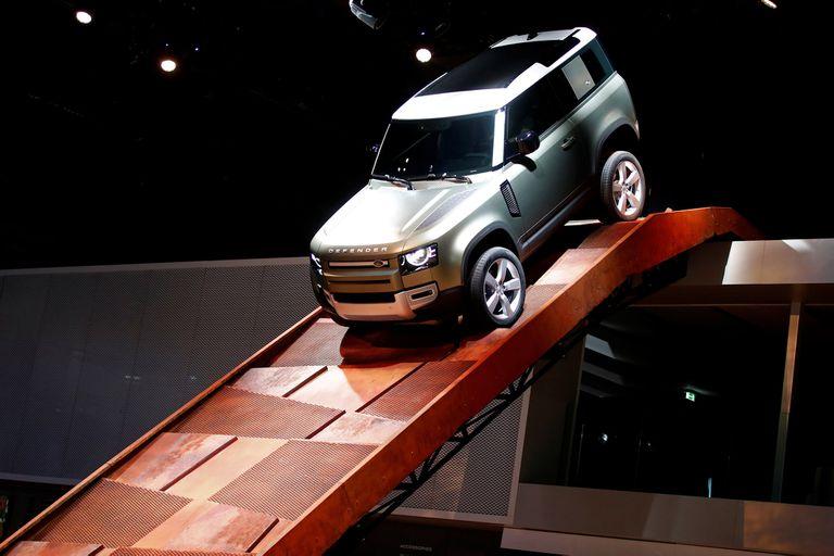 Land Rover Defender. Regresa uno de los reyes del off-road con los modelos 90 (4 cilindros turbo, 296 HP) y 110 (6 en línea turbo, 395 HP)