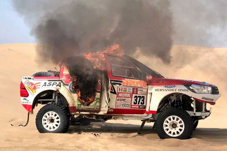 La imagen qué más le duele a Alicia, la de su camioneta que se incendió este año en la tercera etapa del Dakar