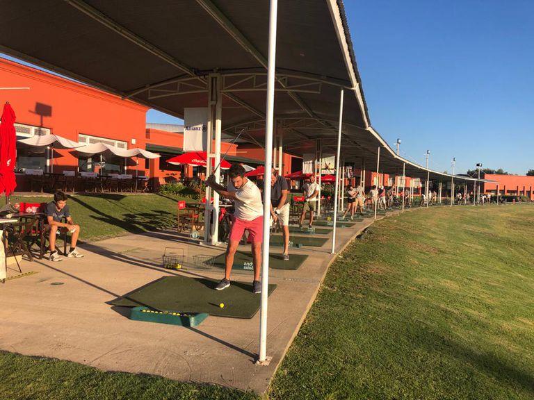 En este driving los chicos pueden comenzar a acercarse al mundo del golf