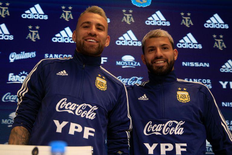 Sergio Kun Agüero y Nicolás Otamendi, en Ezeiza