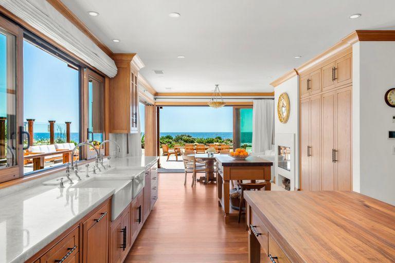 Una foto de la cocina de la lujosa mansión que el actor y su mujer pusieron en venta