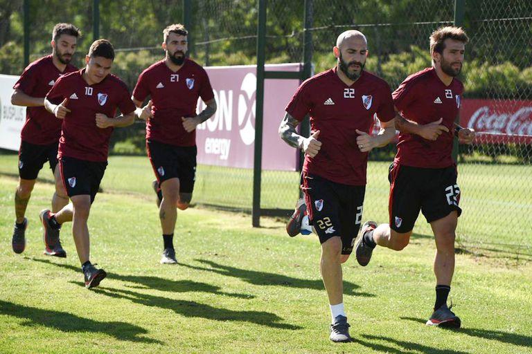 Pinola volvió a jugar, pero los otros cuatro esperan su oportunidad: Ponzio, Quintero, Pratto y Scocco