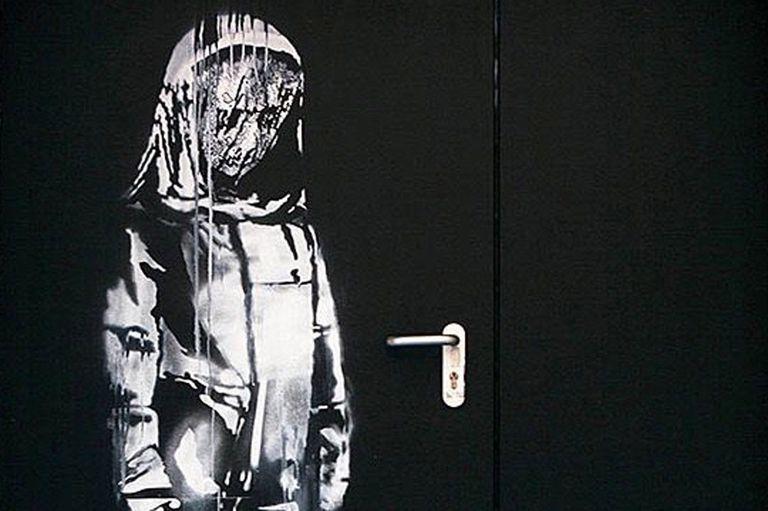 Sorpresa en París: roban una obra de Bansky que homenajeaba a las víctimas de EI