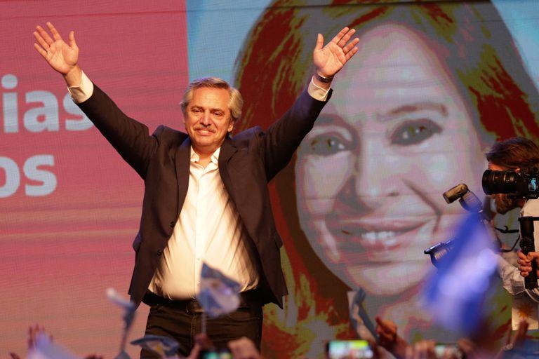"""Alberto Fernández: la mitad de la sociedad, desconectada de la política, llegó a definirlo como un """"dirigente nuevo"""""""
