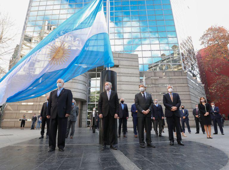 Entre lamentos, la diplomacia intenta que la frase de Alberto Fernández no cause más tensiones