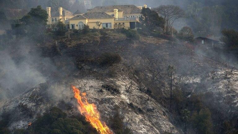 El incendio de California llegó al exclusivo barrio de Bel Air