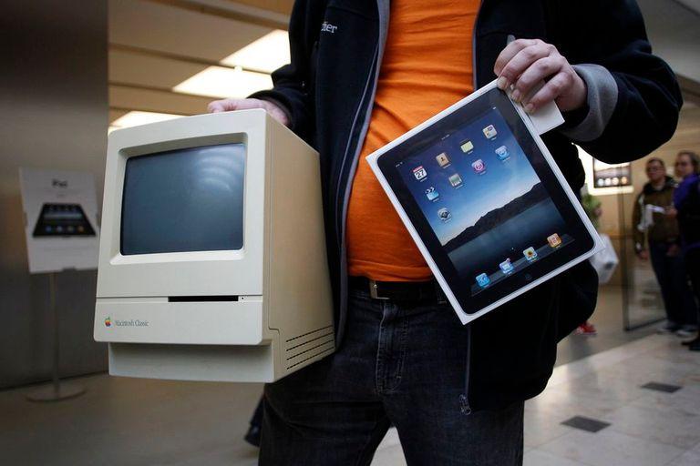 Una Macitonsh y un iPad, dos de las creaciones más destacadas de Apple en los últimos 30 años
