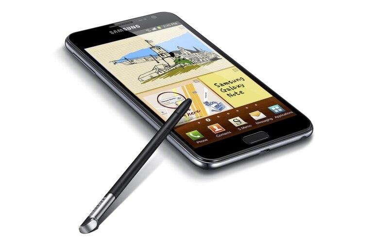 Además de su amplia pantalla de 5,3 pulgadas, el Samsung Galaxy Note se destaca por la presencia de un lápiz, una suerte de stylus que permite dibujar y tomar apuntes
