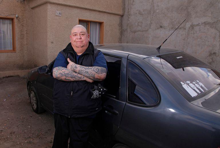 Cancelaron su fiesta de exalumnos y le regalaron un auto a su amigo enfermero