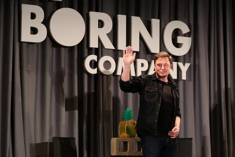 El empresario detrás de SpaceX y Tesla dice que Loop permitirá conectar el aeropuerto de Los Angeles y el centro en 10 minutos