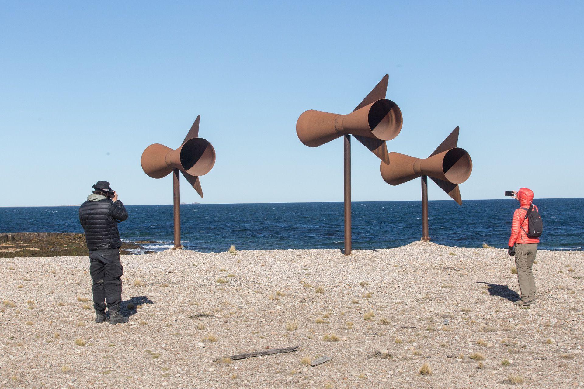 Escultura de Christian Liberté Boltanski en la playa.