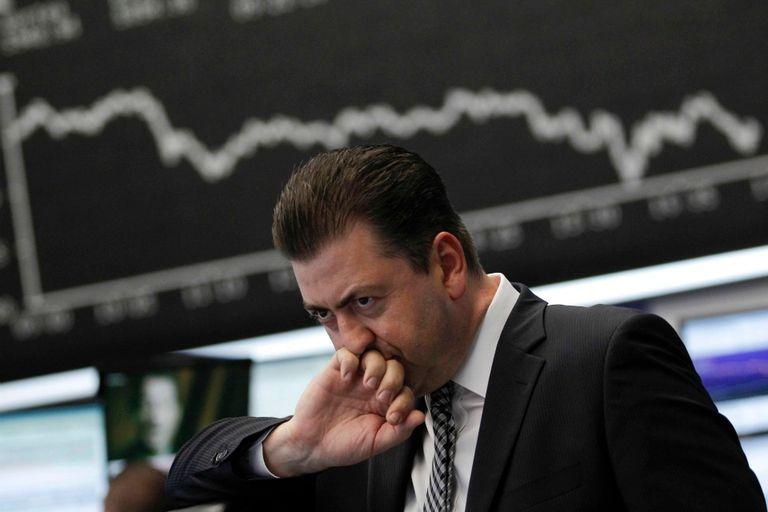 La ola de renuncias desconcierta al mercado, que anticipa una crisis