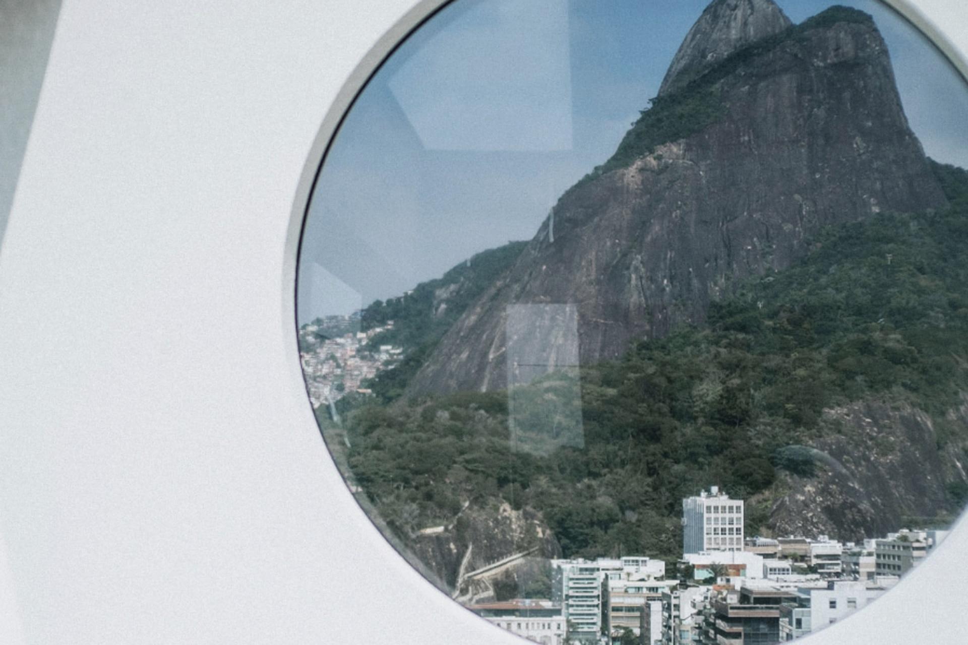 La vista de la piscina, al Morro Dois Irmãos