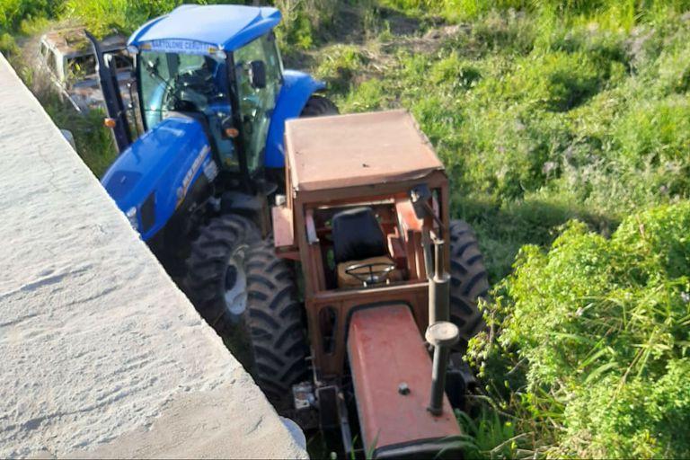 Los tractores aparecieron en un baldío en Frontera, Santa Fe