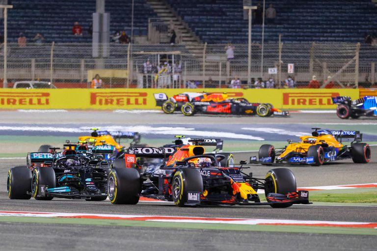 El piloto holandés de Red Bull, Max Verstappen, lidera el Gran Premio de Fórmula Uno de Bahréin