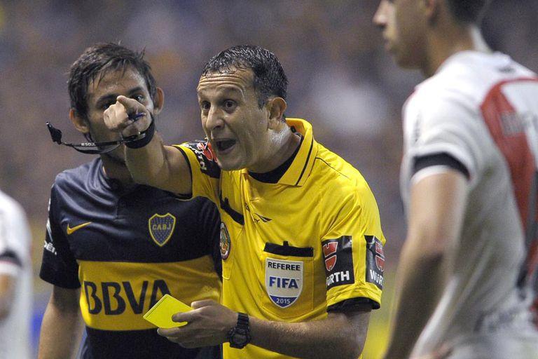 Herrera, árbitro del superclásico suspendido en la Bombonera por el gas pimienta