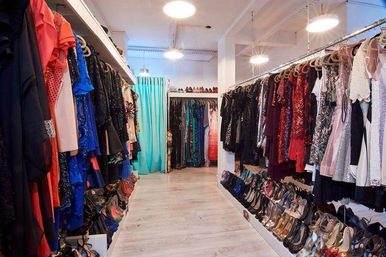 Alquilar ropa. Un hábito de consumo anti acumulación que crece - LA NACION