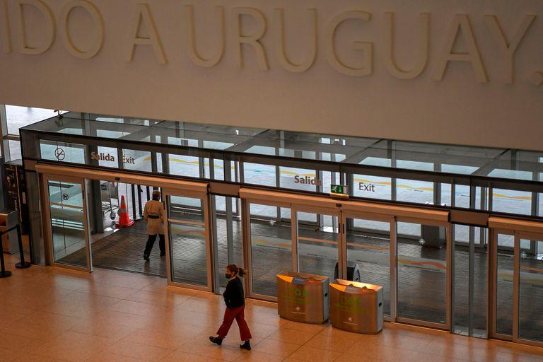 Uruguay cobrará por realizar el test a los pasajeros que llegan al país
