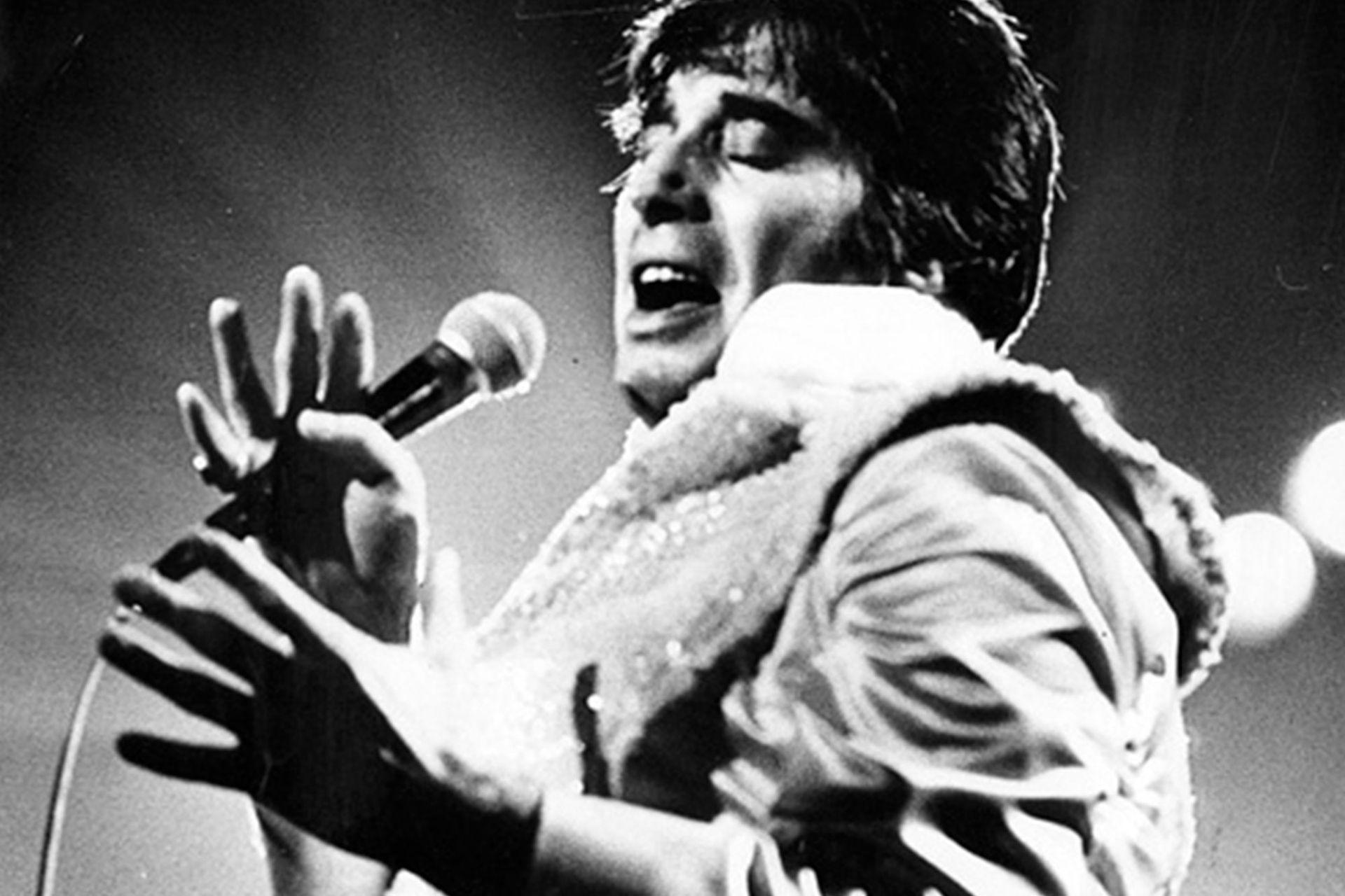 Hace diez años moría el gran mito masculino, el amado galán de señoras. Pero, también, el primer rockero argentino.