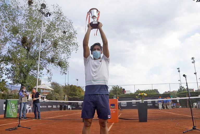 El tenista Sebastián Báez ganó tres trofeos challengers este año: Concepción, Santiago de Chile (foto) y Zagreb.
