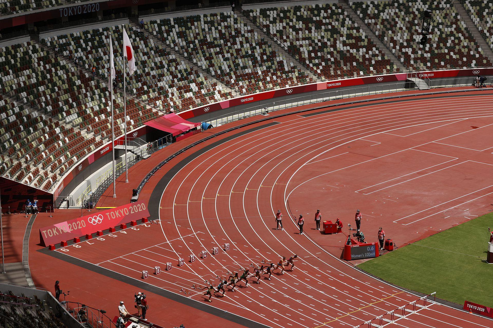 La partida de la final femenina de los 100 metros con vallas