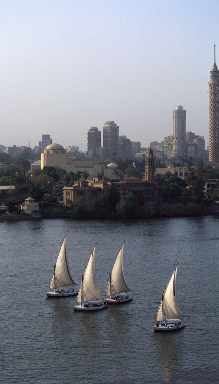 Fellucas por el Nilo, el único río del país