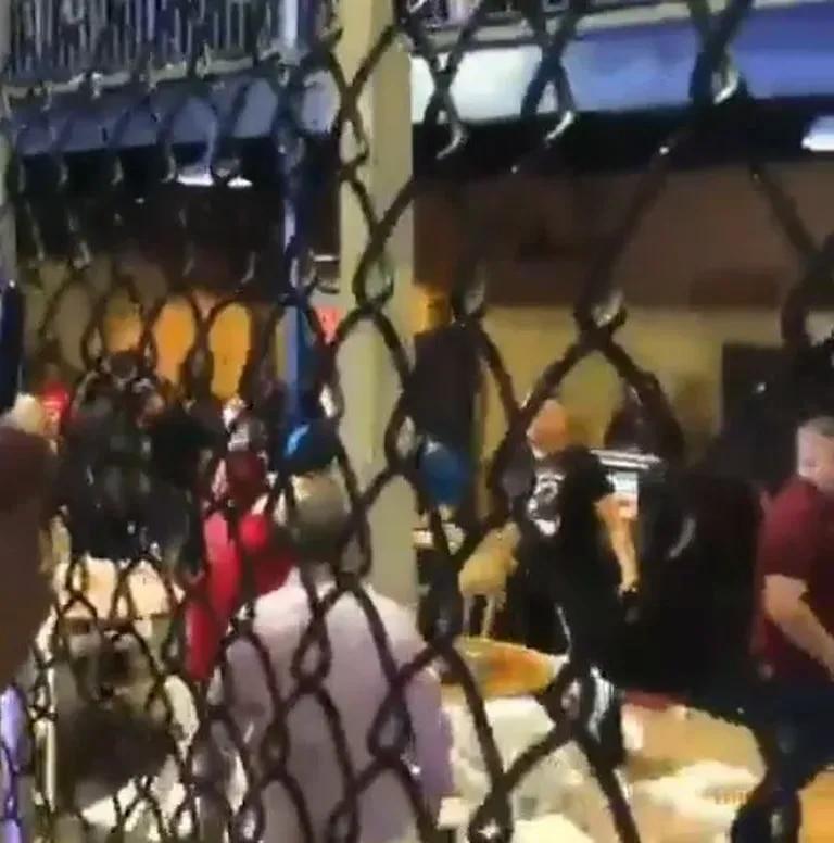"""Noche de pánico en un evento de Artes Marciales Mixtas: """"¡Cobarde!"""""""