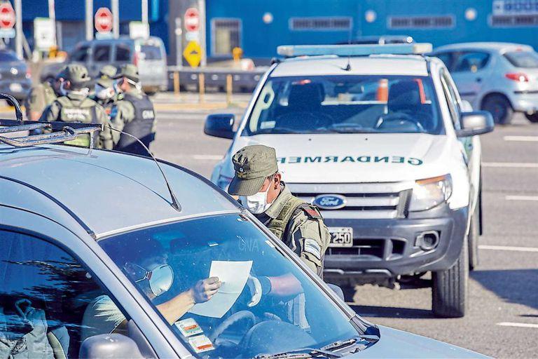 Coronavirus: cinco detenidos por violar la cuarentena obligatoria y atacar a piedrazos un patrullero