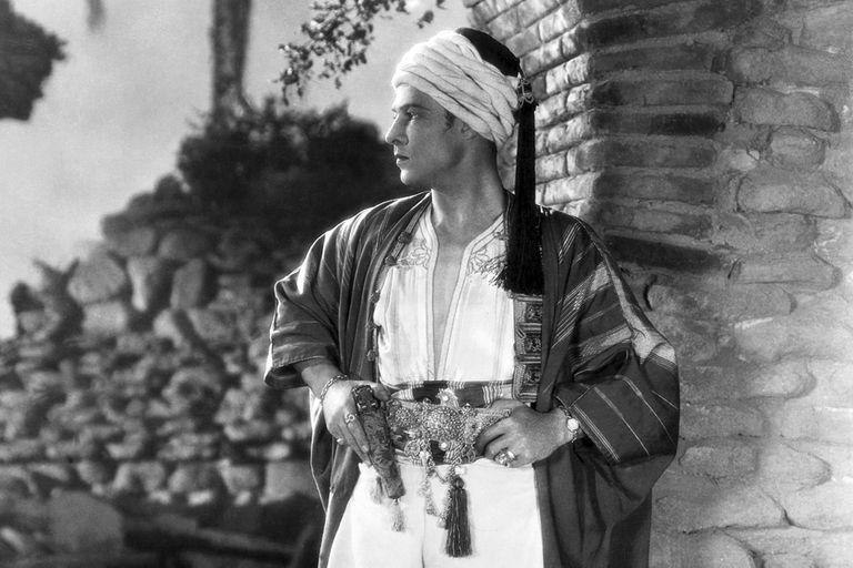 Valentino, en El Sheik (1921); fue el personaje más icónico de la máxima estrella de la época