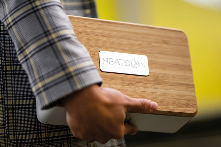 CES 2020: Esta lunchera calienta tu comida y te carga el celular al mismo tiempo
