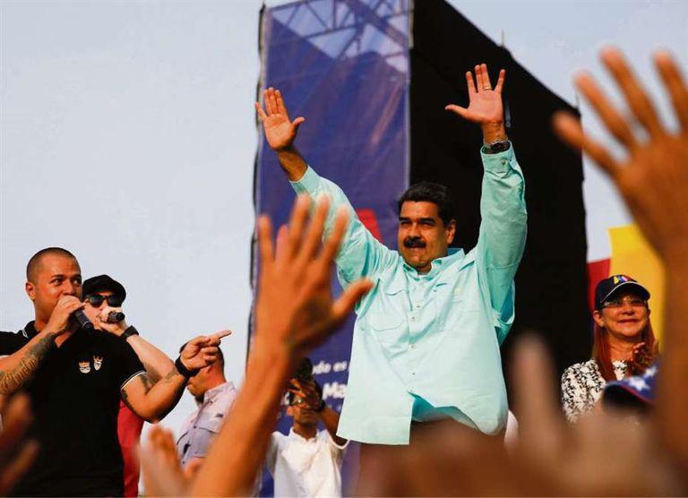 """Mientras la UE pidió la suspensión inmediata de los comicios, Santos advirtió que la nueva Constitución que prepara el gobierno de Maduro busca """"abolir el sufragio universal"""""""
