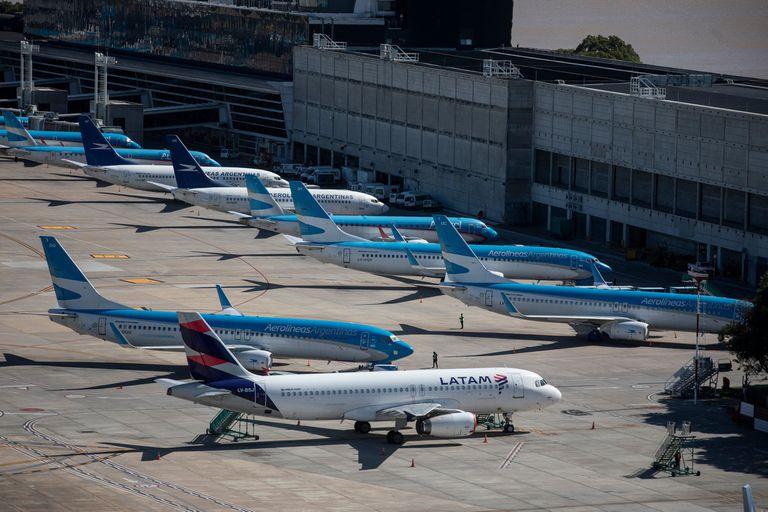 Los aviones en tierra por la pandemia y la falta de respuesta del Gobierno fueron determinante para la decisión final