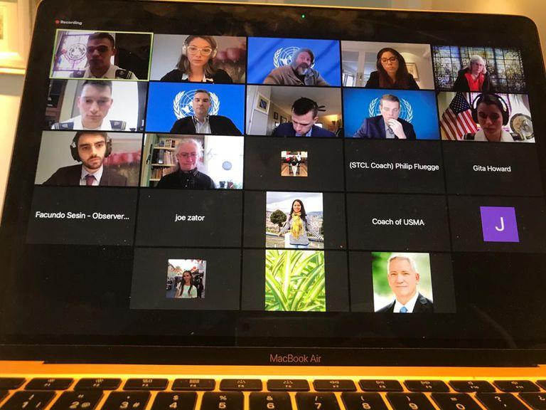 Así se veía el Zoom en el que interactuaban con los jueces de la competencia y otros estudiantes