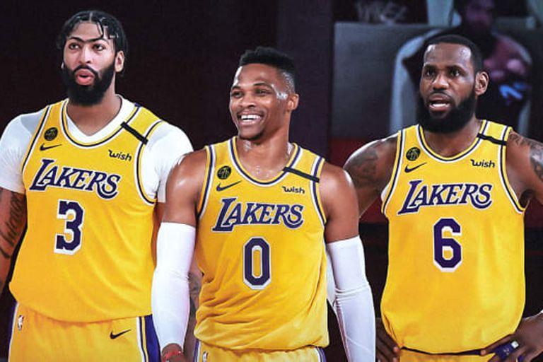 """El equipo """"Sub 40"""" de los Lakers, una moneda al aire y la ironía de LeBron: """"No creo que funcione"""""""