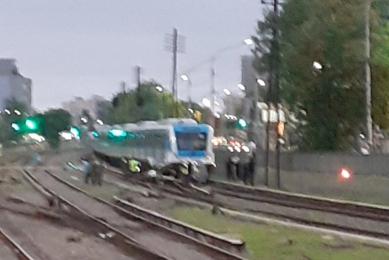 El tren Sarmiento funciona con servicio limitado por accidente en Ramos Mejía
