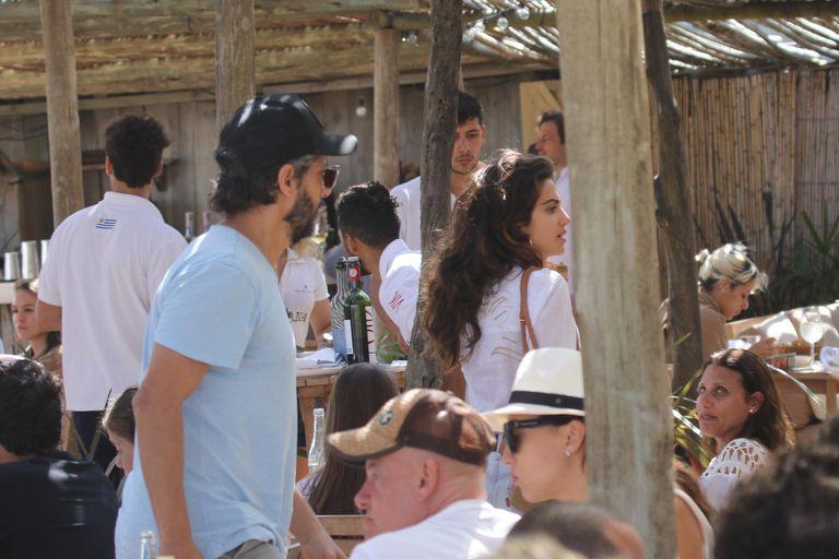 ¿Tiene nuevo amor? Joaquín Furriel fue capturado por los fotógrafos durante un almuerzo con la joven modelo uruguaya Manuela Bozoglian