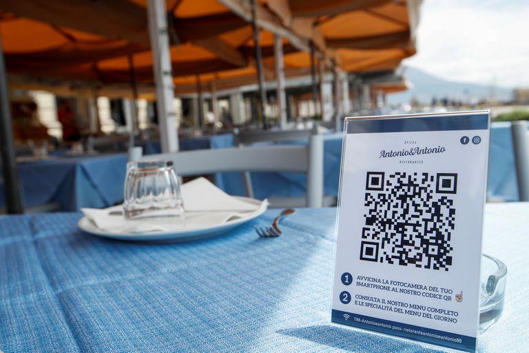 Los códigos QR son una herramienta de creciente adopción para realizar pagos desde dispositivos móviles o acceder a información en internet; por la pandemia del coronavirus, los restaurantes italianos también lo utilizan para que los clientes puedan leer al menú desde sus teléfonos