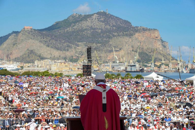 Francisco homenajeó a don Pino Puglisi, un sacerdote que fue acribillado hace 25 años por la Cosa Nostra
