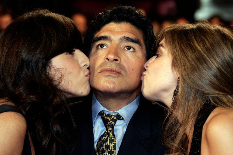 Sospechan que los profesionales que atendían a Maradona le ocultaron información a las hijas