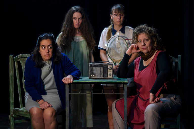 Cuatro mujeres al borde de un ataque de nervios, en una obra de Binetti