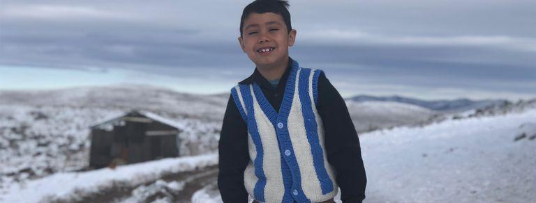 Ser pobre en la Patagonia: Nasael tuvo su primera ducha caliente a los 7 años
