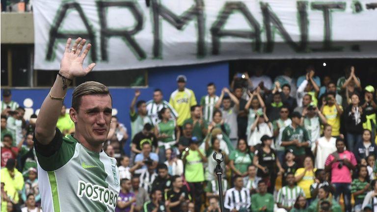 En Medellín, Armani se convirtió en leyenda; en la Argentina, había jugado en Ferro y Merlo