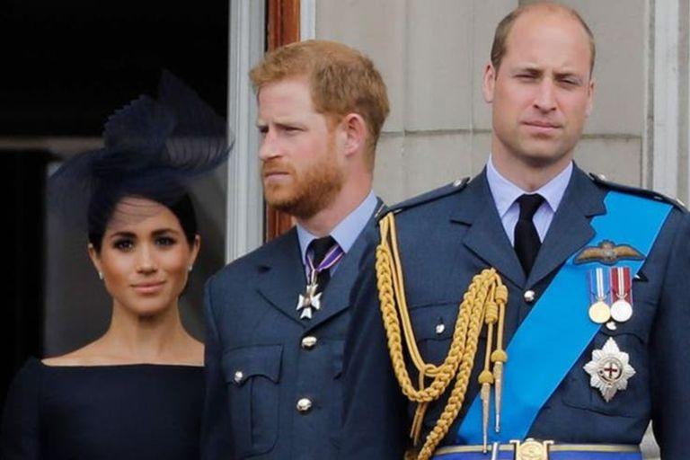 Una fuerte discusión entre Harry y William por Meghan podría ser el punto de inflexión de los Sussex para abandonar la monarquía